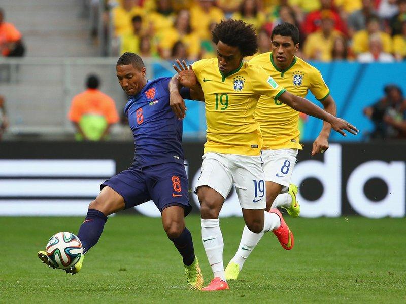 629 - 8 X 6 Photo - 2014 World Cup - 3rd Place Playoff - Brazil V Holland - Jonathan De Guzman