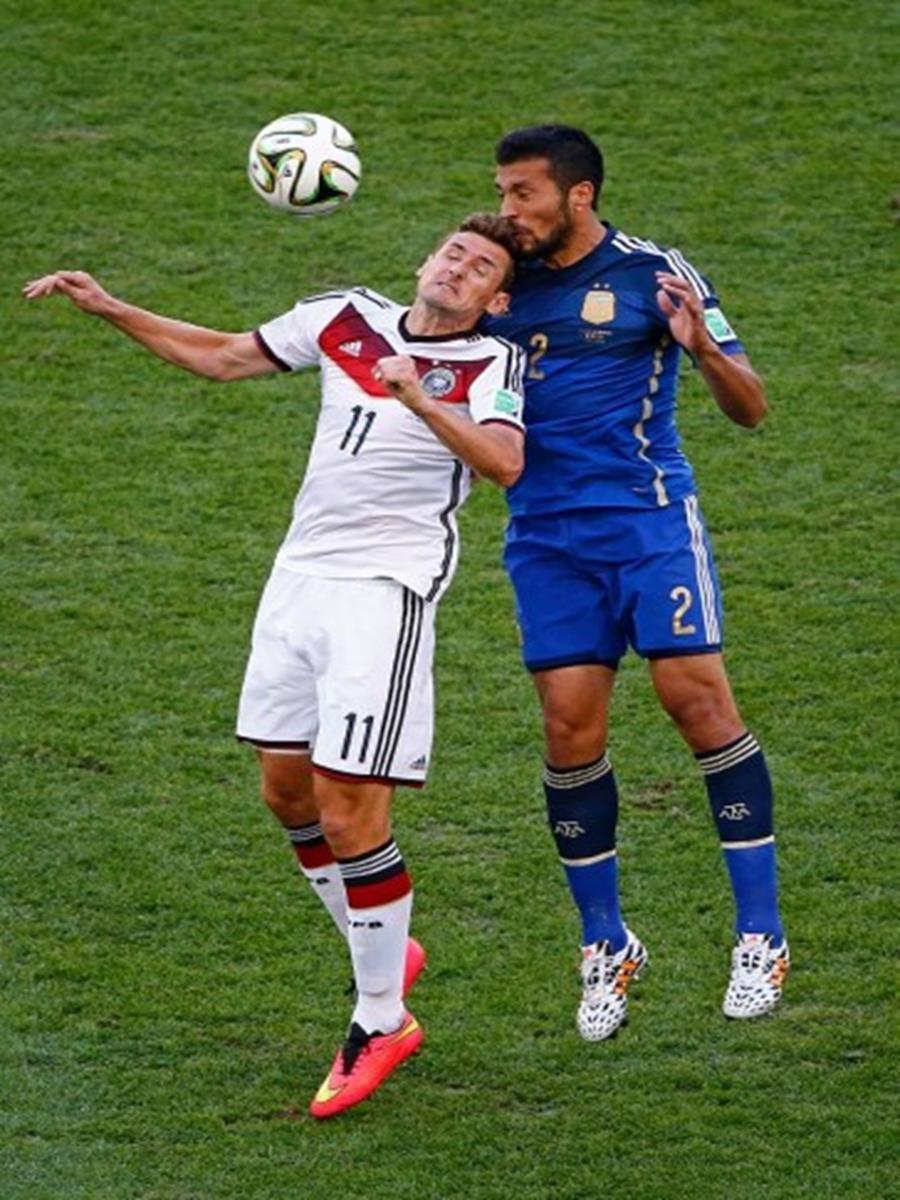 647 - 8 X 6 Photo - 2014 World Cup - The Final - Germany v Argentina - Miroslav klose
