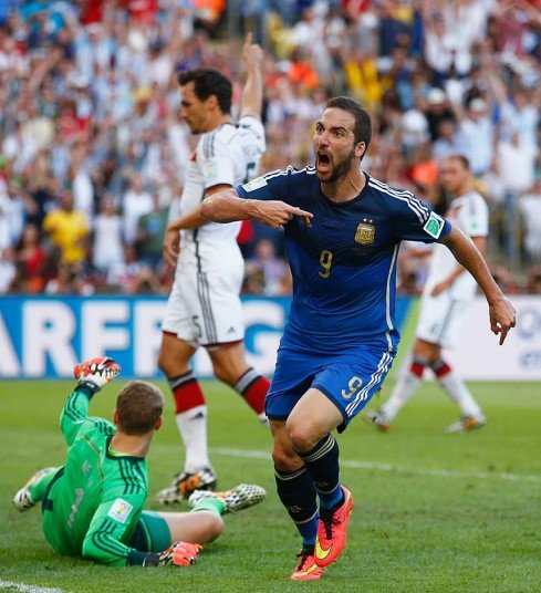 653 - 8 X 6 Photo - 2014 World Cup - The Final - Germany v Argentina - Higuain No Goal