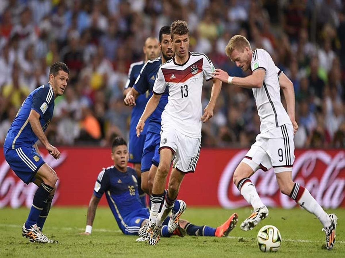 665 - 8 X 6 Photo - 2014 World Cup - The Final - Germany v Argentina - Andre Schuerrle