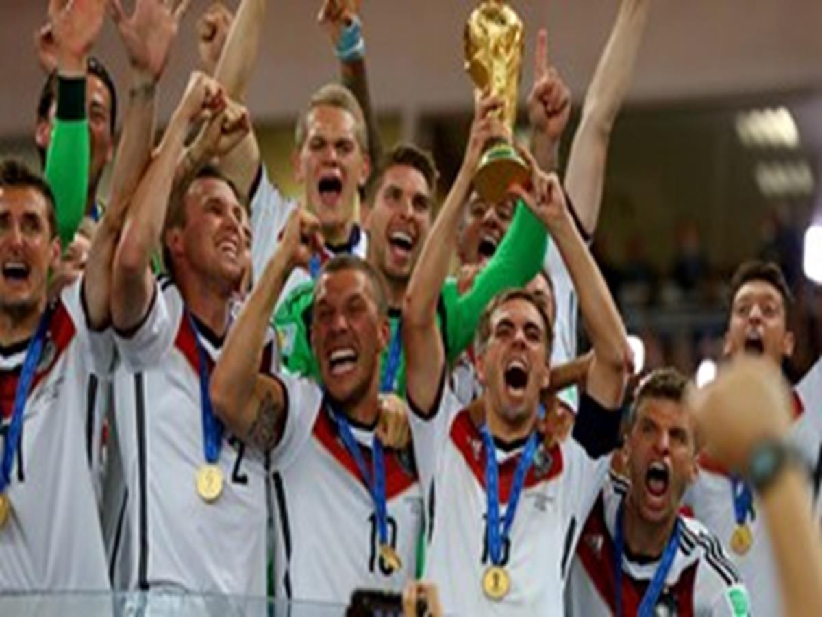 53 - 8 x 6 Photo - Football - FIFA World Cup 2014 WINNERS - GERMANY