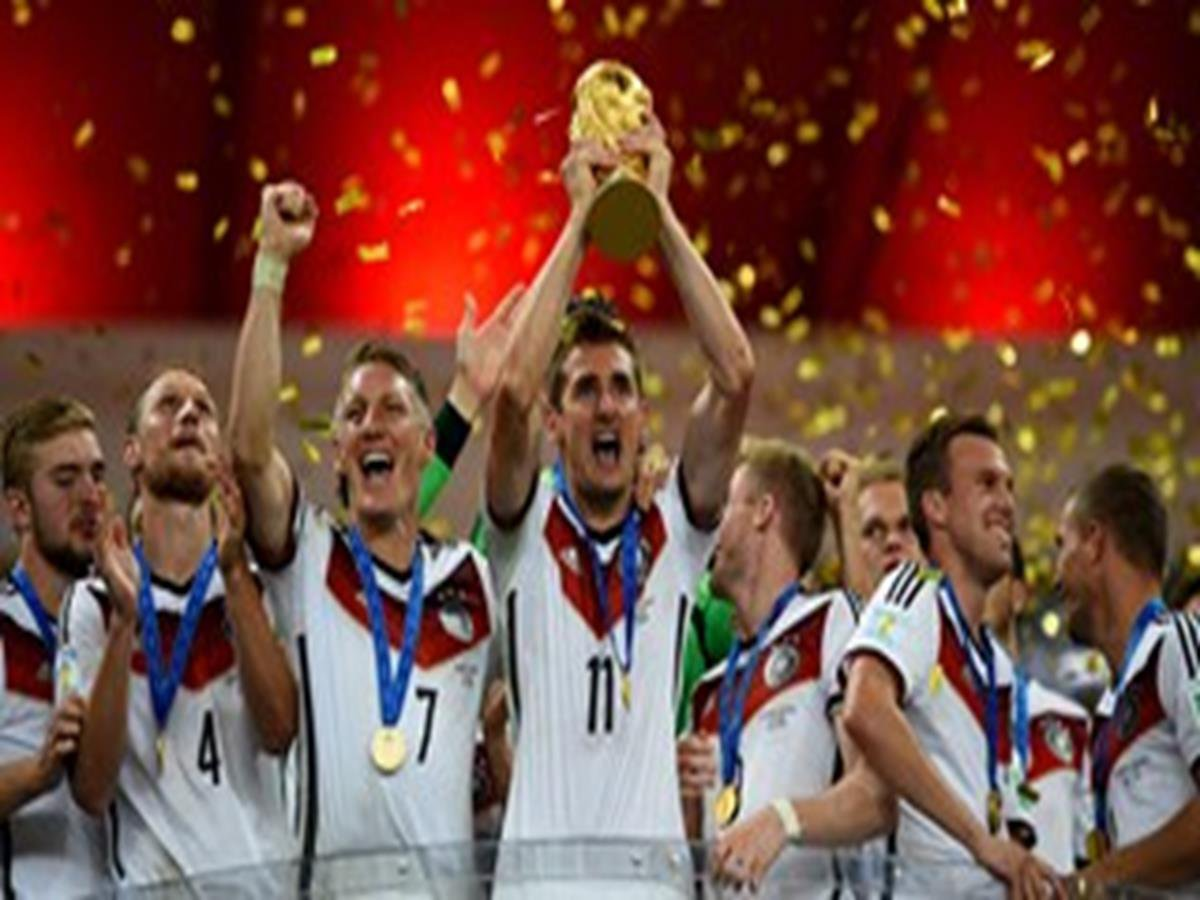 54 - 8 x 6 Photo - Football - FIFA World Cup 2014 WINNERS - GERMANY