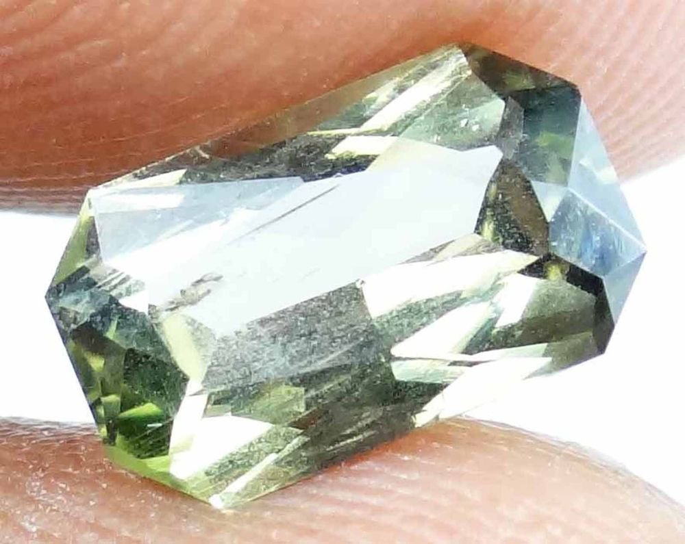 DIOPSIDE Natural 1.95 CT Nice Green Color Well Cut Gem 9.74 X 5.93 MM 13072200