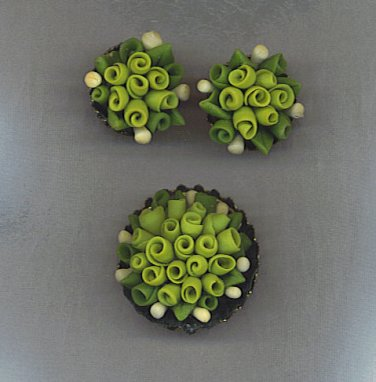 VINTAGE BROOCH & EARRINGS SET IN GREENS