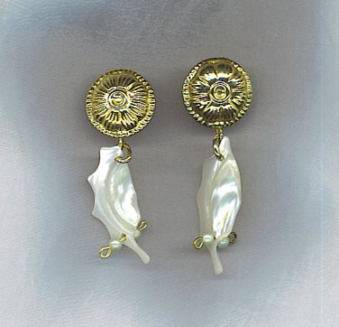 LOVELY  MOTHER OF PEARL EARRINGS