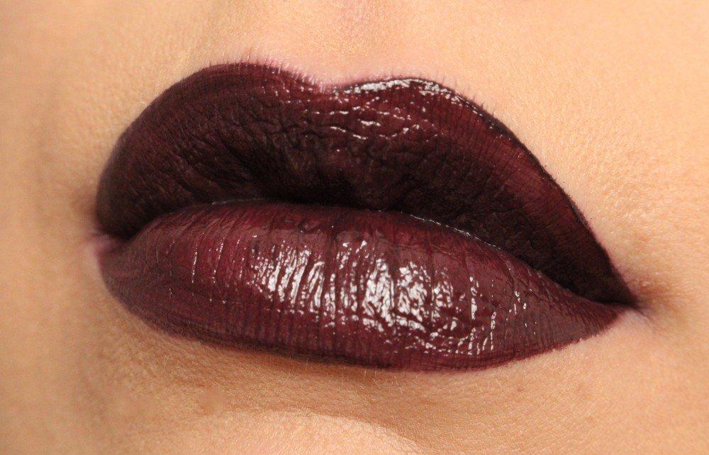 Makeup Revolution Atomic Lipstick- Make Me Tonight