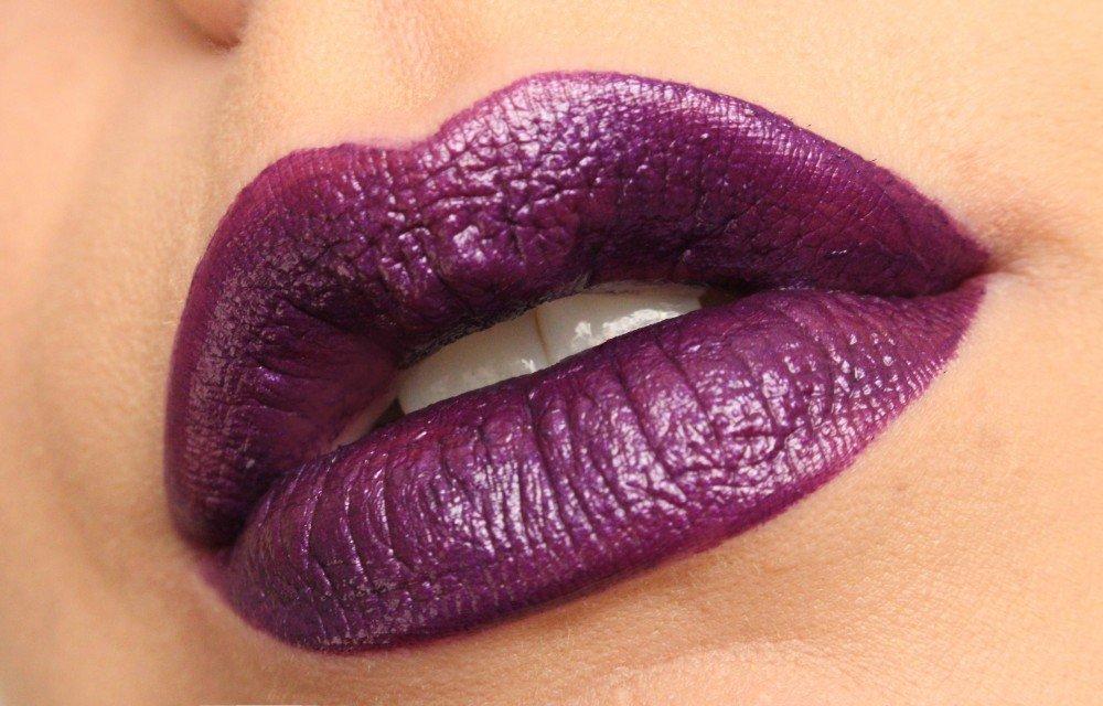 Makeup Revolution Atomic Lipstick- Make it Right Purple
