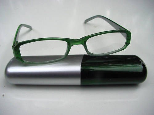 SMART SPRUNG ARM GREEN READING GLASSES & CASE+ 2.0 D515