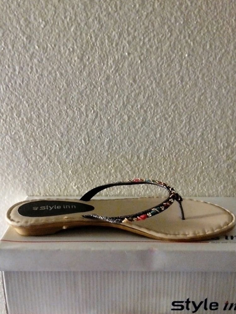 WOMENS SUMMER BEACH STONE INCRESTED FLIP FLOPS SIZE 8.5