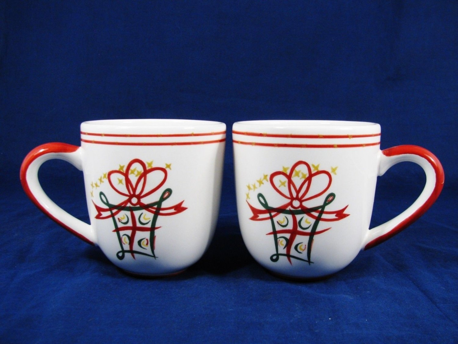 PIER 1 IMPORTS Set of 2 Coffee Mug Cup Holiday Gift Bow Stars Red Green 16 Oz Fast Free Ship