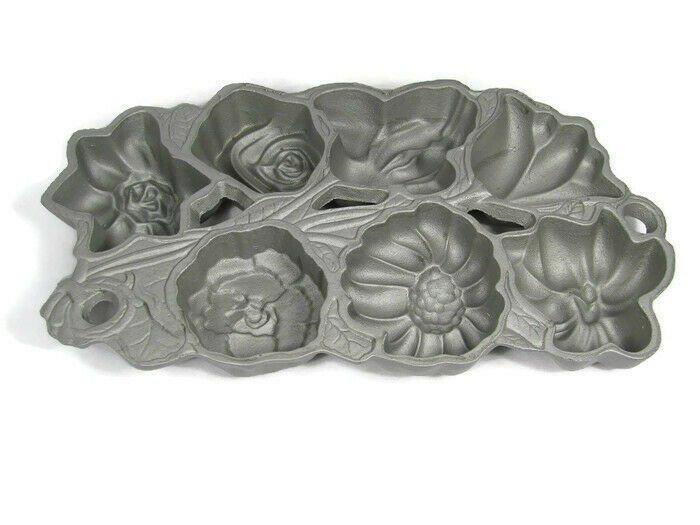 Williams Sonoma 1991 John Wright Flower Muffin Corn Bread Mold Pan Cast Iron