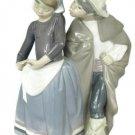 Lladro Little Couple Kissing Girl & Boy Beso Furtivo Figurine 1180