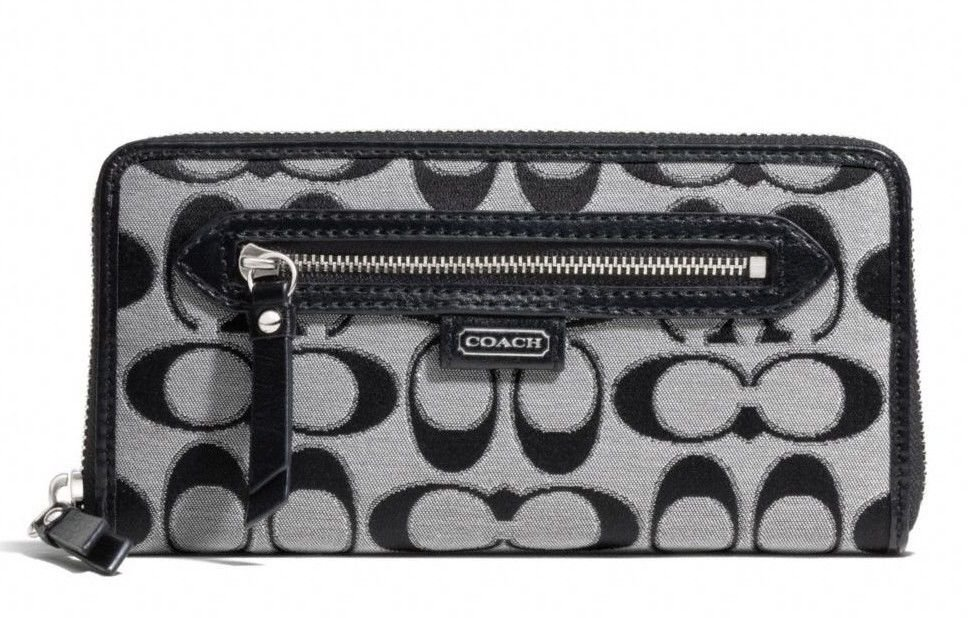COACH Daisy Outline Signature C Zip Around Wallet in Moonlight-NWT-SRP: $228