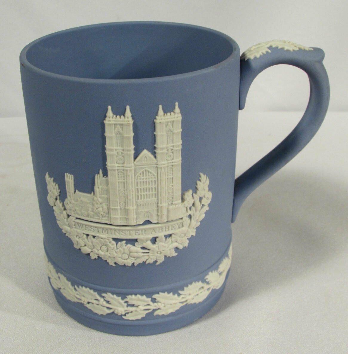 Vintage Wedgwood Westminster Abbey 1977 Christmas Mug White on Blue