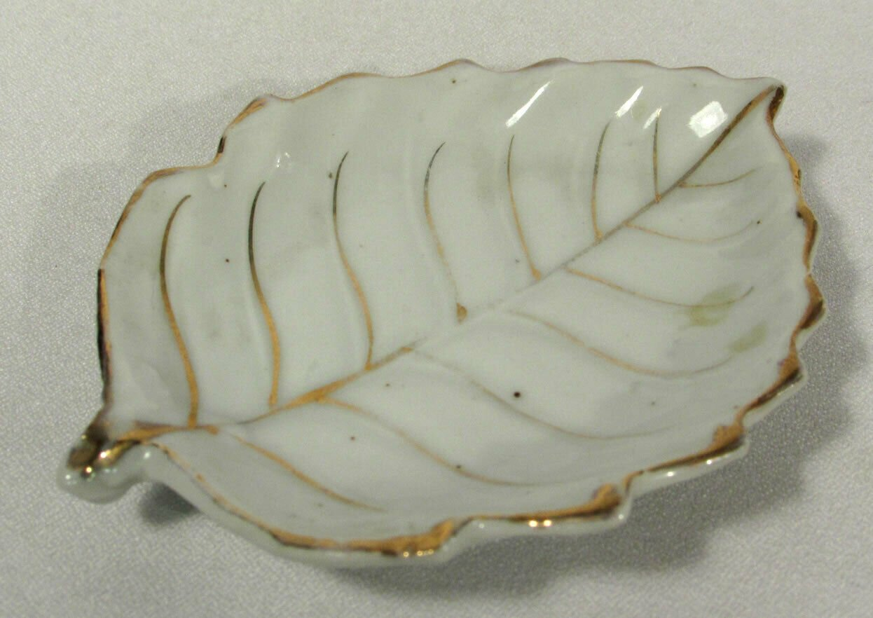 Vintage Occupied Japan Small Leaf Trinket Dish Tray