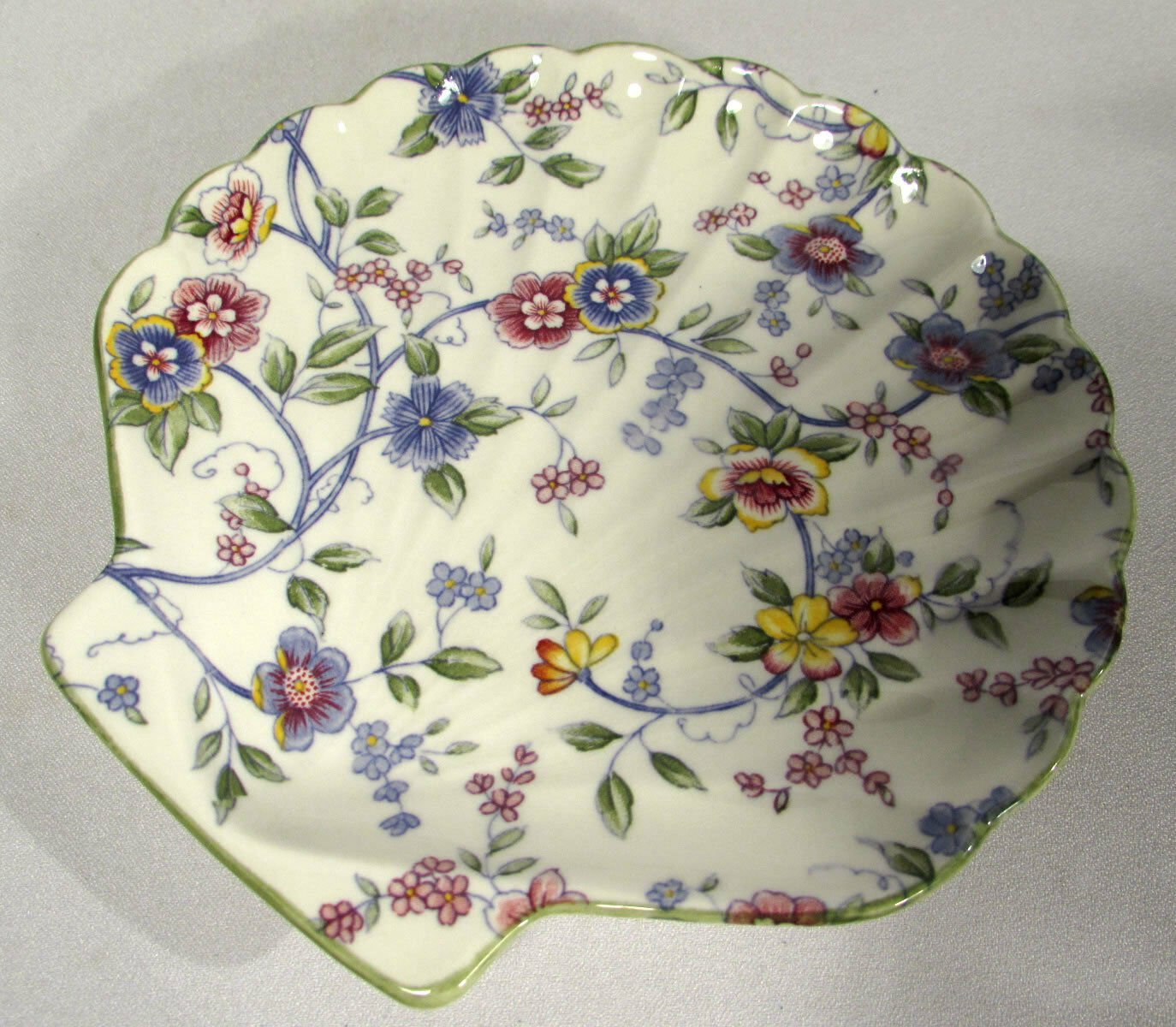 Porcelain Floral Shell Small Plate or Spoon Rest or Soap Dish