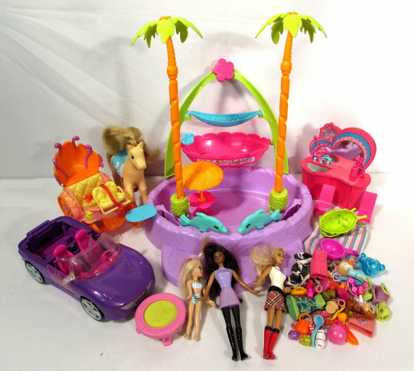 Lot of Mattel Polly Pocket Dolls (3) Accessories Beach Sink Car Carriage +