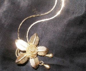 beautiful vintage gold necklace with rose pendant