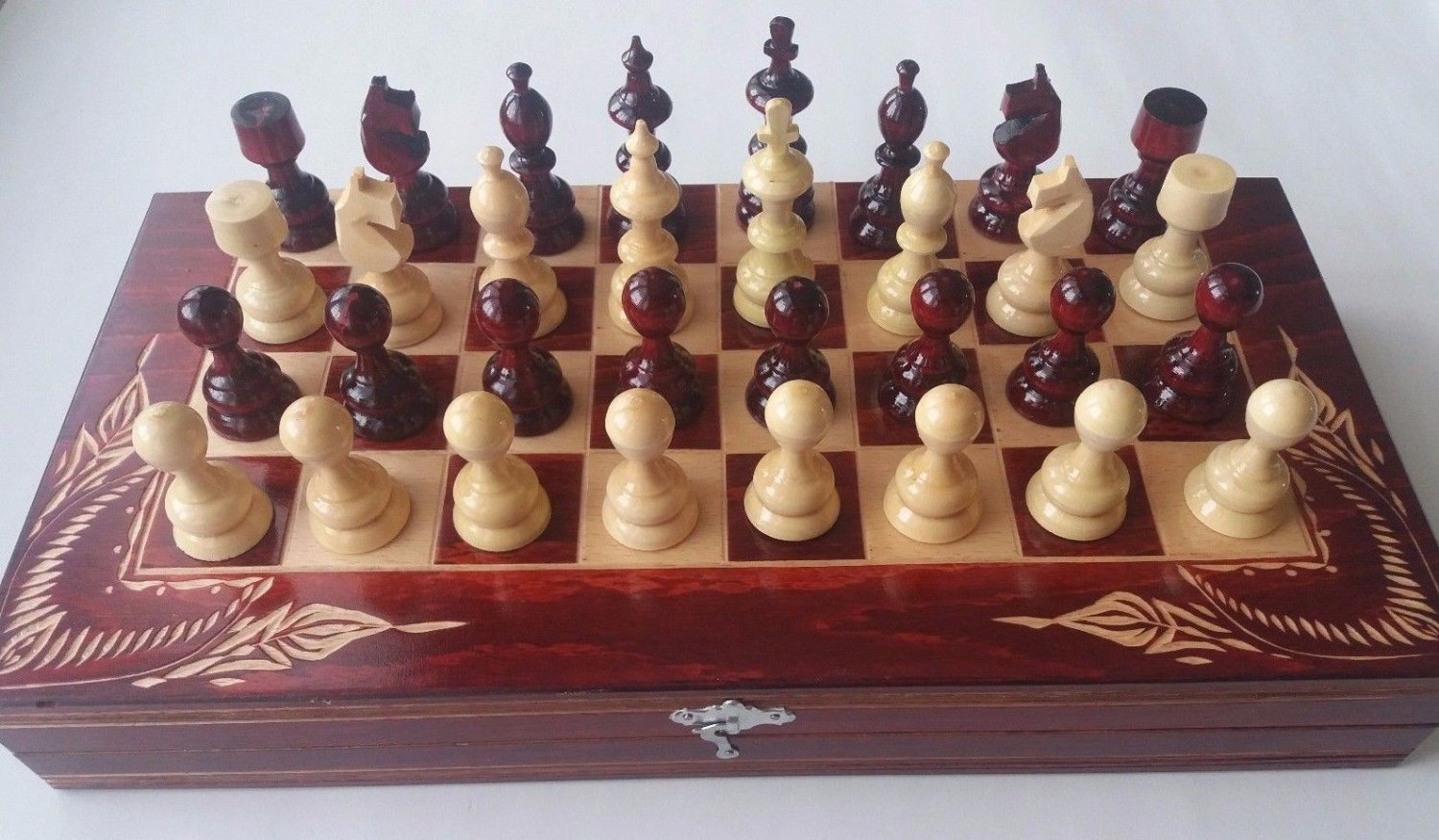 New red carved beech wood chessboard box hazel wood chess piece board game gift