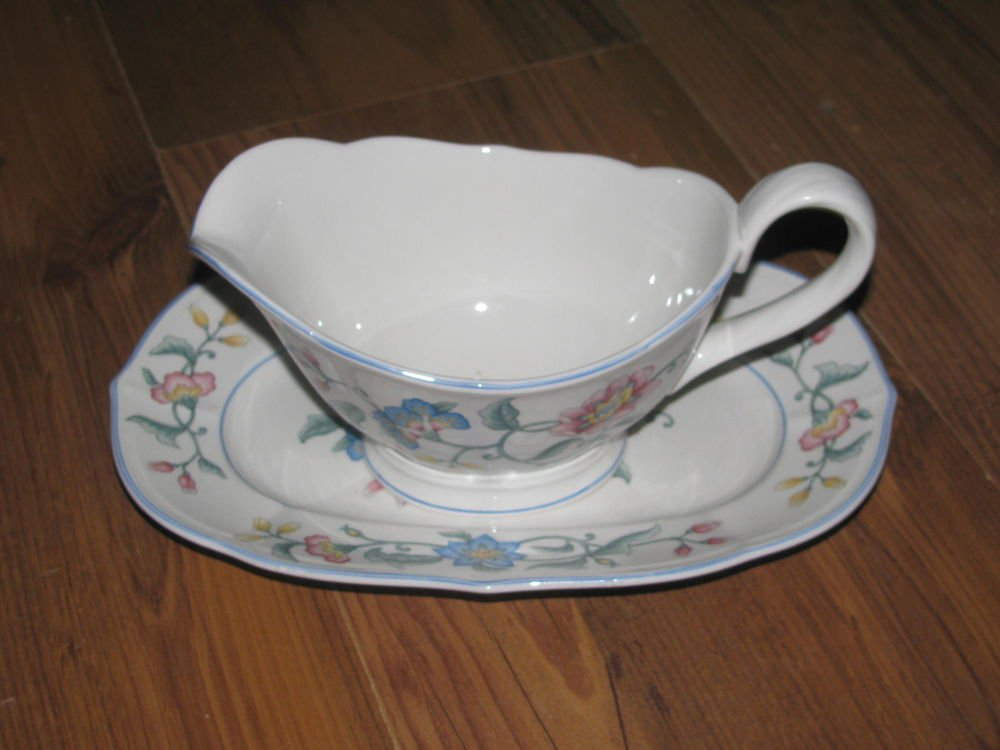 Villeroy & Boch Delia Gravy Boat and Underplate W. Germany Perfect