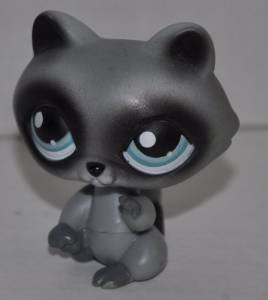 Raccoon #196  Littlest Pet Shop (Retired) Collector Toy LPS Collectible Replacement  Figure - Loose