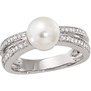 14kt White Gold Freshwater Cultured Pearl & .20 ctw Diamond Ring