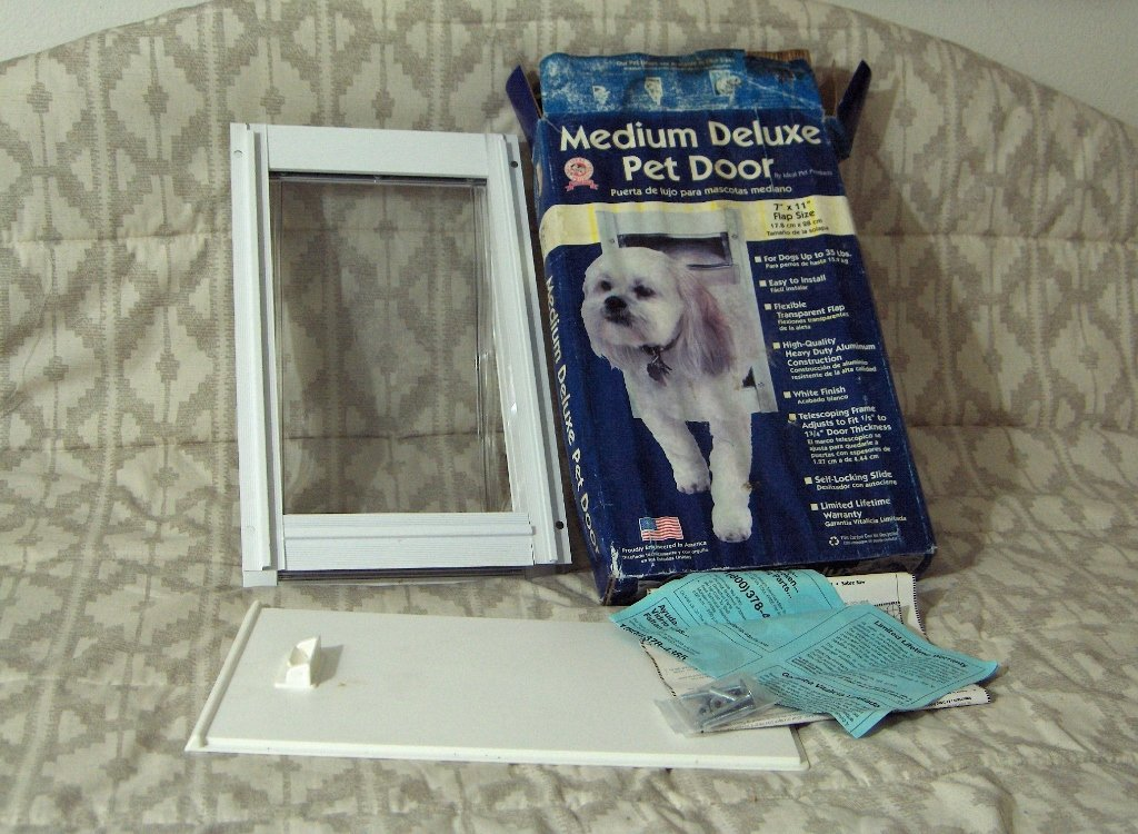 IDEAL PET PRODUCTS Deluxe Medium Dog Doggie Door Unused