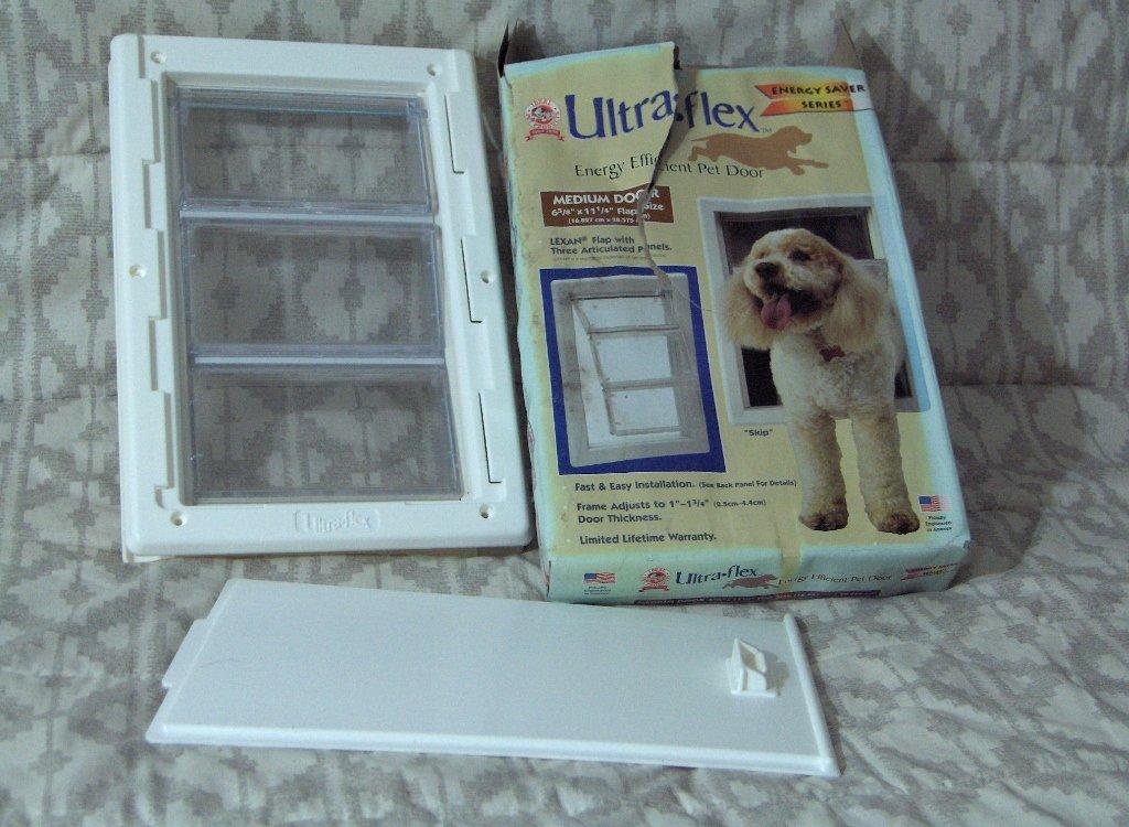 IDEAL PET PRODUCTS Ultra Flex Medium Dog Doggie Door Unused