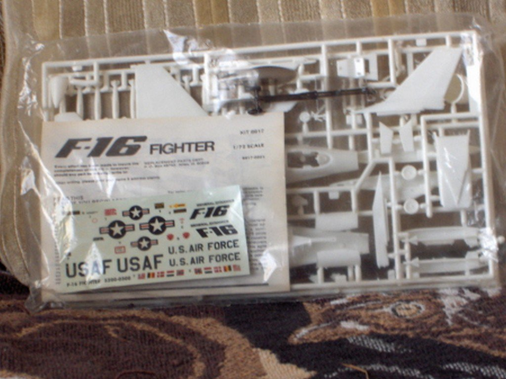 F 16 FIGHTER Jet Airplane Military Model Kit 1 48