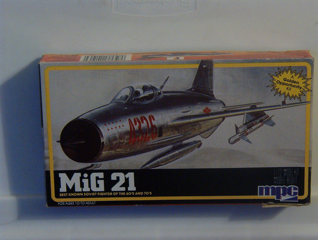 MIG 21 Russian Military Airplane Model Kit MPC 1/72
