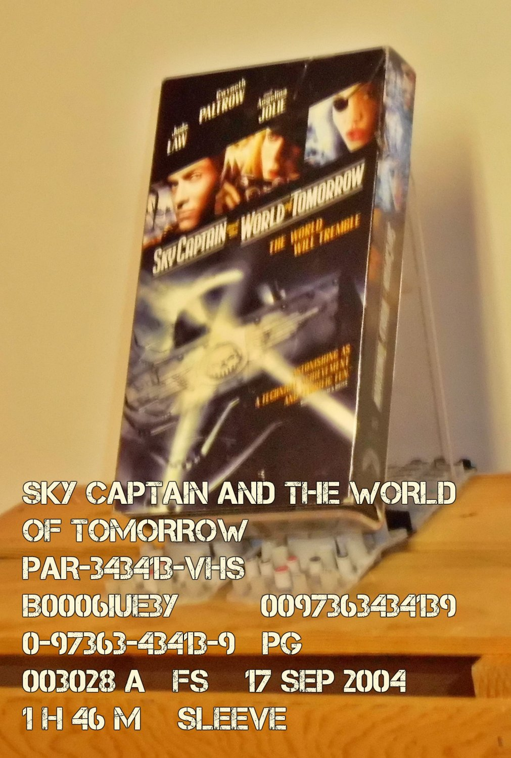 VHS - SKY CAPTAIN AND THE WORLD OF TOMORROW