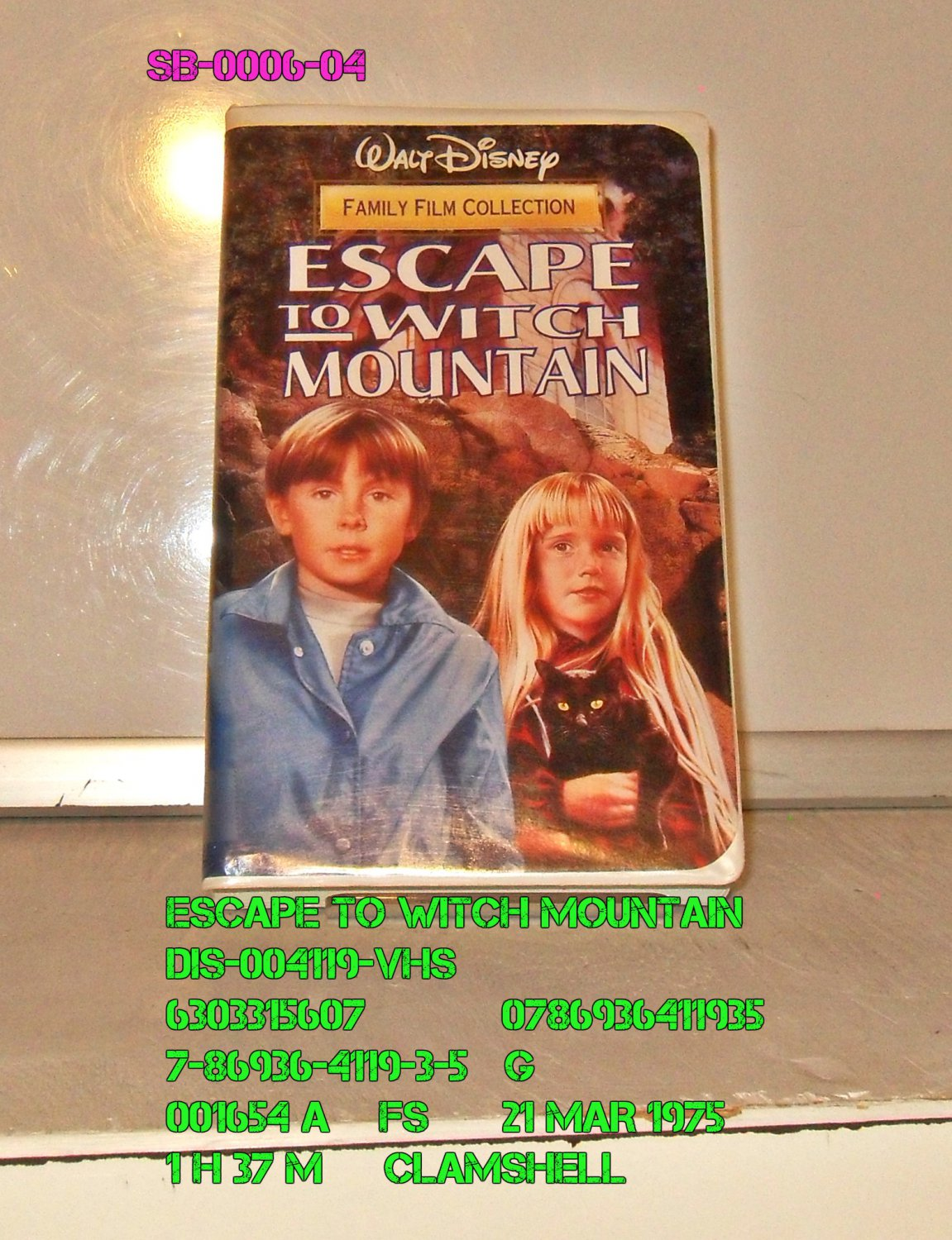 VHS - ESCAPE TO WITCH MOUNTAIN