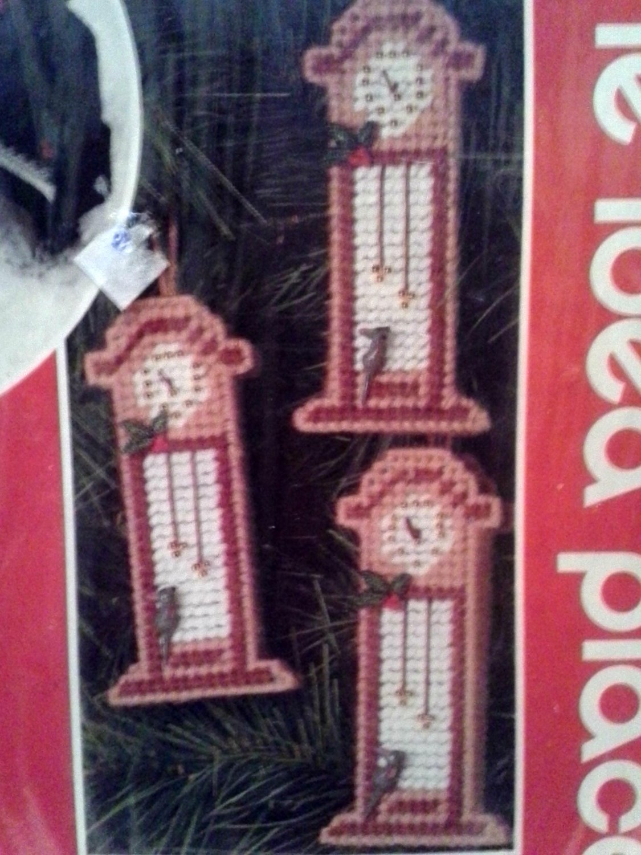 Christmas Holiday Needlepoint Plastic Canvas 6 Mini Clock