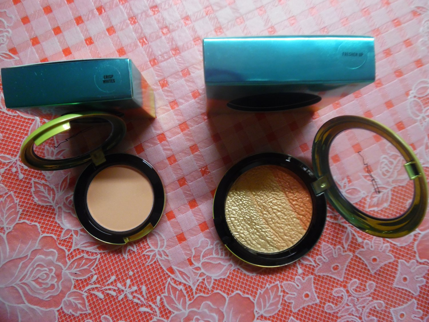 """MAC LIMITED EDITION Wash And Dry Blush """"Crisp Whites"""" And High-Light Powder """"Freshen Up"""""""