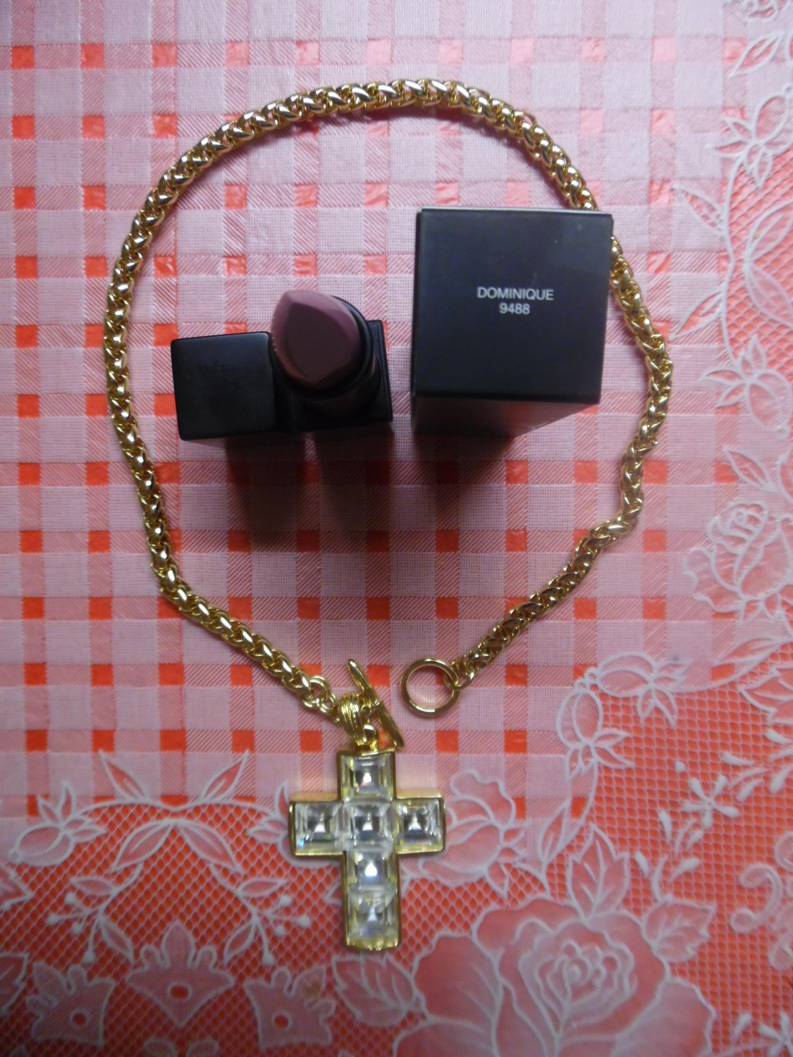 Kenneth Jay Lane Thick Chain Cross Necklace in Metallic Gold With Clear White Cross Pendant