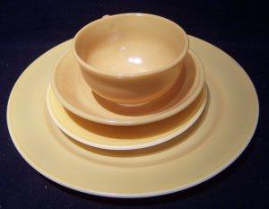 Hazel Atlas 'Ovide' glassware yellow 4 piece place setting