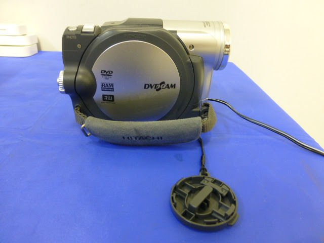Digital DVD Camcorder HITACHI (DZ-BX35A) W/ charger