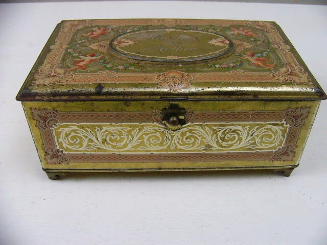 """VINTAGE ARTSTYLE CHOCOLATE FOOTED TIN CANDY BOX """"WITH LOVE TO MOTHER"""" USA"""