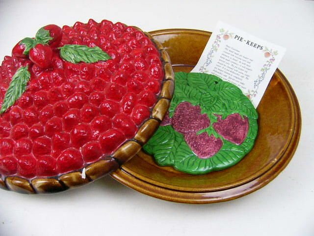 """Vintage Lidded Ceramic 11"""" Strawberry Pie Plate Covered Keeper-Over and Back Inc"""