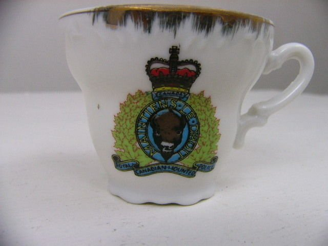 Bone China Tea Cup Royal Canadian Mounted Police BUFFALO MAINTIENS LE DROIT
