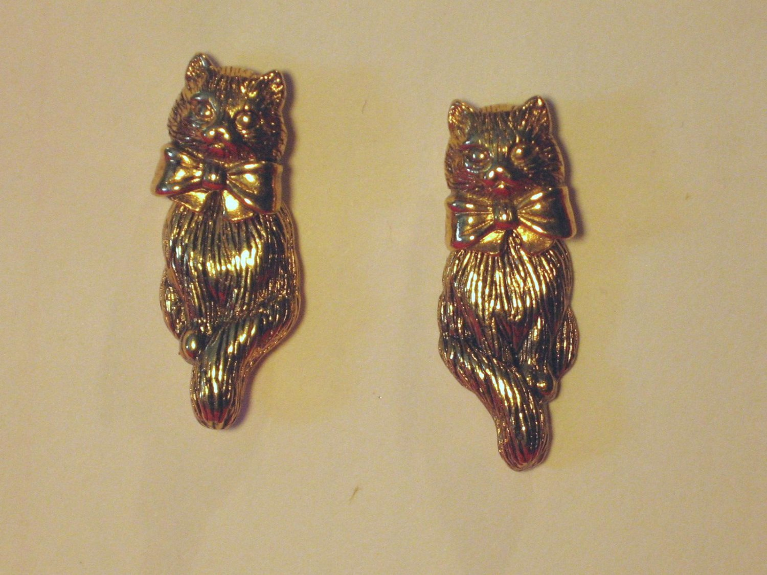 Avon pierce Cat Earrings Vintage 2 piece Gold tone Kitten Post
