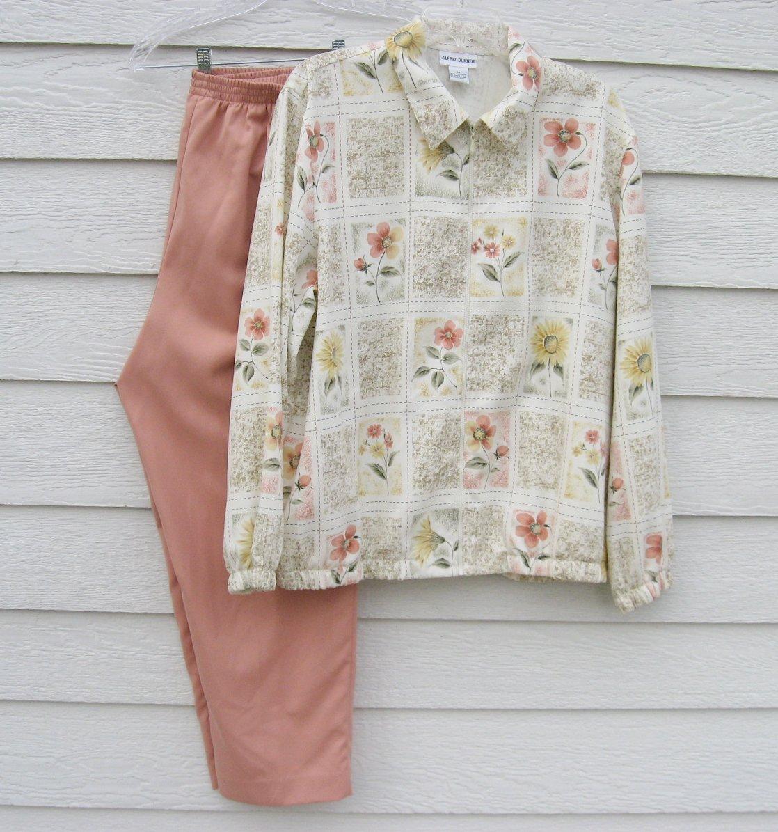 Alfred Dunner 2 pc Zipper Top 32 waist Pants Ivory Floral Dark Peach Pants