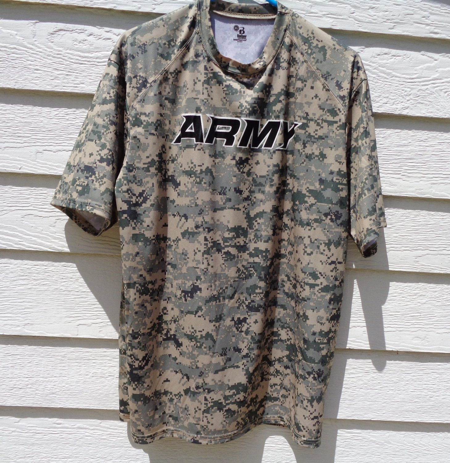 Badger Sport Military Army Print Shirt XL 46 Chest Men's Athletic Top