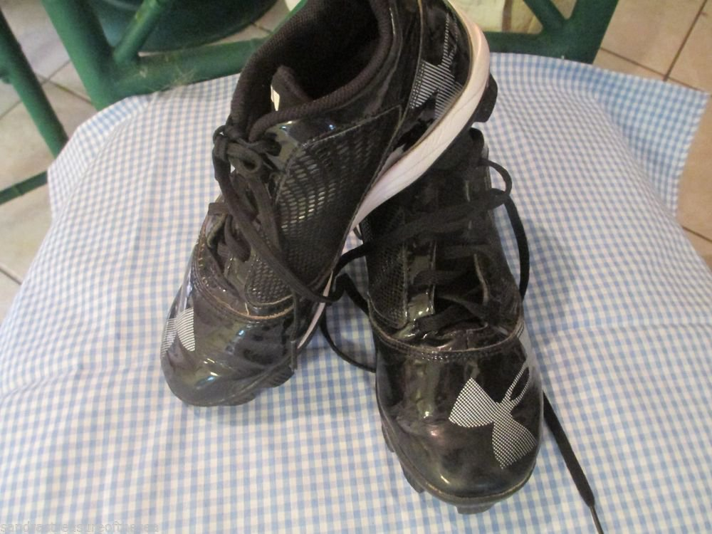 Youth Under Amour Black Soccer Baseball Softball Cleats Sz 2.5 Team Sports