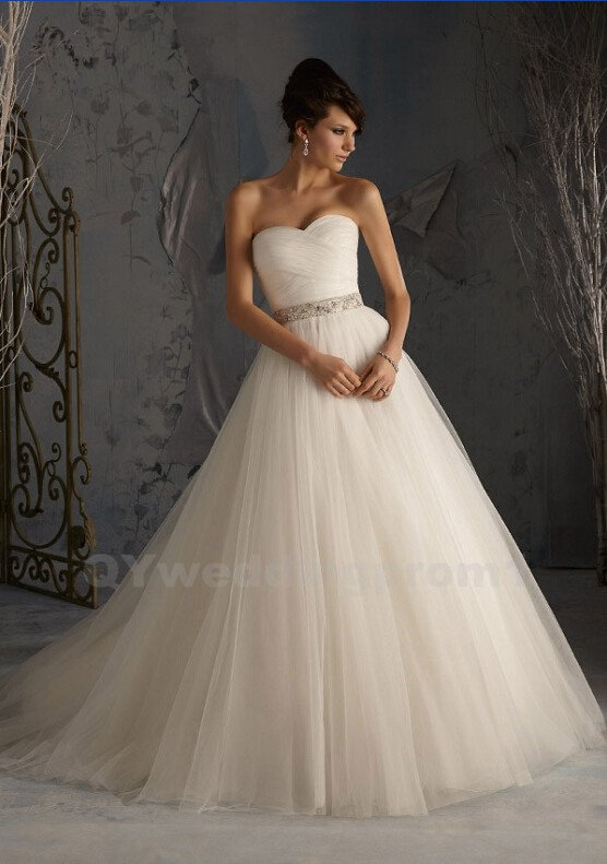 Sexy Wedding Dress Crystals Sleeveless Romantic White Long Sweetheart A-Line Wedding Dress