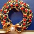 PIN/BROOCH/CHRISTMAS WREATH PIN/HOLIDAY/CHRISTMAS/NIB/GREEN.RED W/FAUX PEARL
