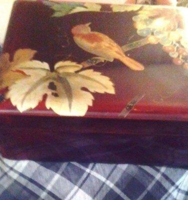 TRINKET BOX OCCUPIED JAPAN/WOOD LAQUERED BOX/VINTAGE/BIRD/LEAF MOTIF/CHERRY WOOD