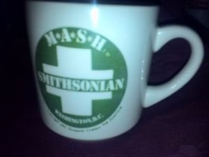 MUG COLLECTIBLE CUP MUG M.A.S.H. SMITHSONIAN VINTAGE M.A.S.H. OFF WHITE GREEN