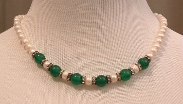 Necklace Beaded Emerald and White Pearl 18 inches