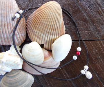 Large Hole Pearl and Leather Necklace Gilligans Boutique Made In USA N204 ~